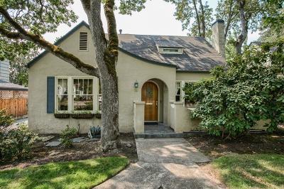 Medford Single Family Home For Sale: 22 Glen Oak Court