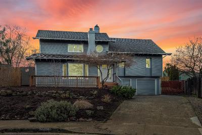 Medford Single Family Home For Sale: 2441 Huntington Lane