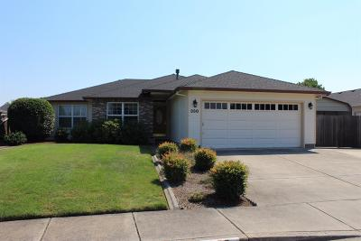 Central Point Single Family Home For Sale: 330 Willow Bend Way