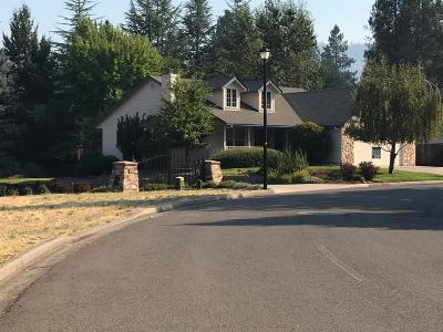 shady cove Single Family Home For Sale: 1024 Anglers Place