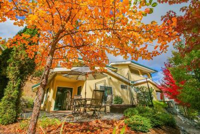Jacksonville Single Family Home For Sale: 220 Oak Knoll