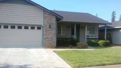 Cave Junction Single Family Home For Sale: 220 Cedar Brook Lane