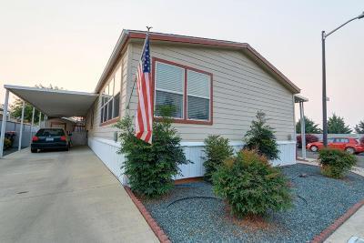 Medford Mobile Home For Sale: 2552 Thorn Oak Drive #69
