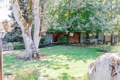 Single Family Home For Sale: 2210 Hillcrest Road