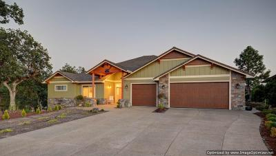 Eagle Point Single Family Home For Sale: 24 Pebble Creek Drive
