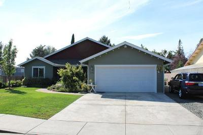 Grants Pass Single Family Home For Sale: 450 NE 11th Street