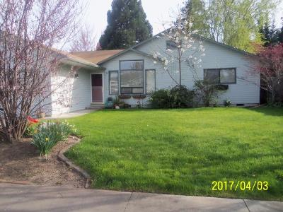 Medford OR Single Family Home For Sale: $240,000