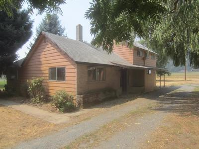 Rogue River Single Family Home For Sale: 577 W Evans Creek Road