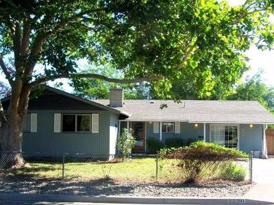 Central Point Single Family Home For Sale: 1320 Vista Drive