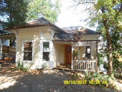 Jackson County, Josephine County Single Family Home For Sale: 365 Vista Street
