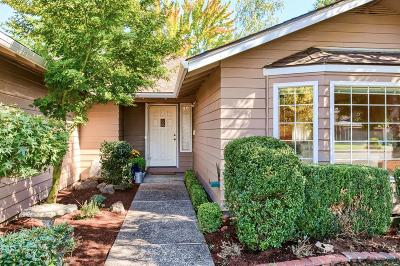 Medford Single Family Home For Sale: 1830 Pinedale Street