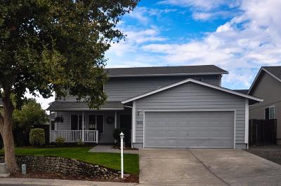 Central Point Single Family Home For Sale: 1923 Walnut Grove Lane
