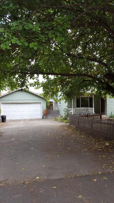 Medford Single Family Home For Sale: 1579 Kings Highway