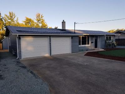 Central Point Single Family Home For Sale: 569 N 6th Street