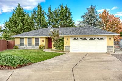 Central Point Single Family Home For Sale: 127 Silverwood Court