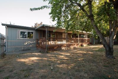 Jackson County, Josephine County Single Family Home For Sale: 1074 Cherry Street
