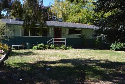 Central Point Single Family Home For Sale: 130 Glenn Way