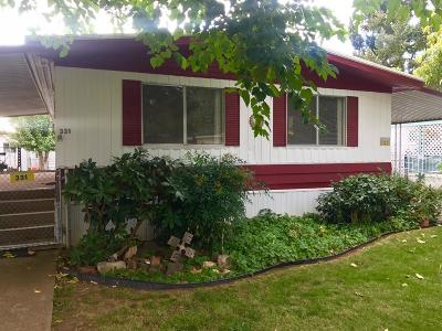 Grants Pass Mobile Home For Sale: 331 Beechwood Drive