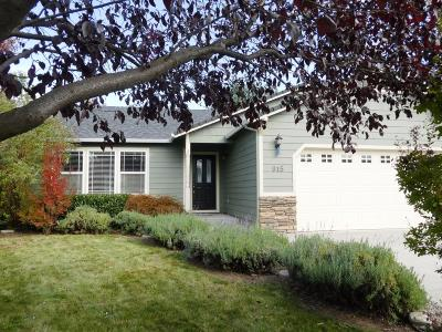 Medford Single Family Home For Sale: 915 Colinwood Lane