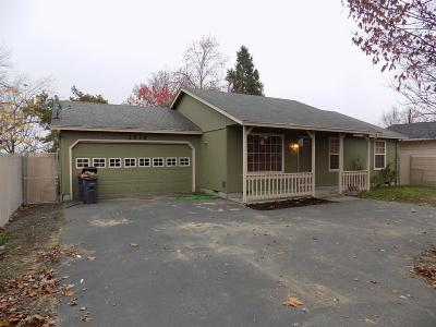 Medford OR Single Family Home For Sale: $210,000