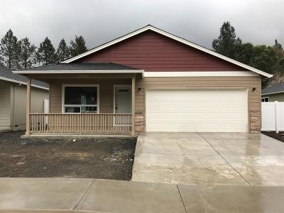 Rogue River Single Family Home For Sale: 247 Westbrook Drive