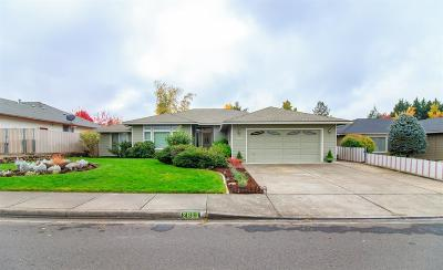 Medford Single Family Home For Sale: 2866 Leonard Avenue
