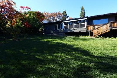 Medford Single Family Home For Sale: 2424 Nieto Way