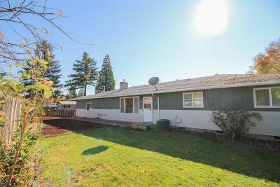 Eagle Point Single Family Home For Sale: 302 Ortega Street