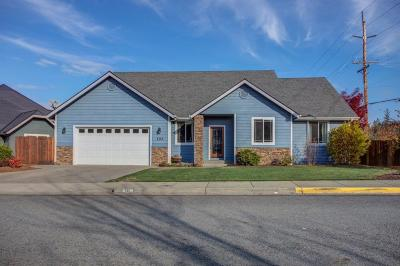 Grants Pass Single Family Home For Sale: 102 Whispering Drive