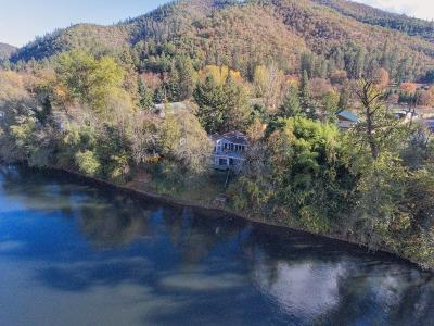 Gold Hill Single Family Home For Sale: 1170 Rogue River Highway