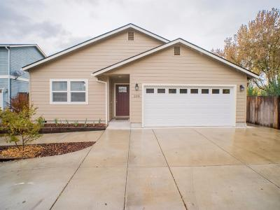 Central Point Single Family Home For Sale: 238 Aurora Lane