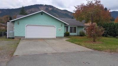 grants pass Single Family Home For Sale: 2033 Cloverlawn Drive