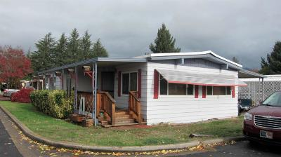 Grants Pass Mobile Home For Sale: 100 Brentwood Drive