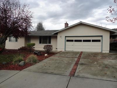 Grants Pass Single Family Home For Sale: 1038 NE PEPPERWOOD Drive