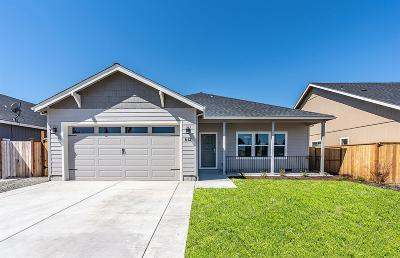 Medford Single Family Home For Sale: 612 Tivoli Drive