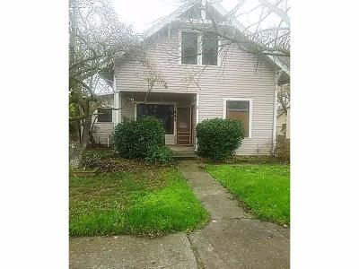 Single Family Home For Sale: 641 Pine Street
