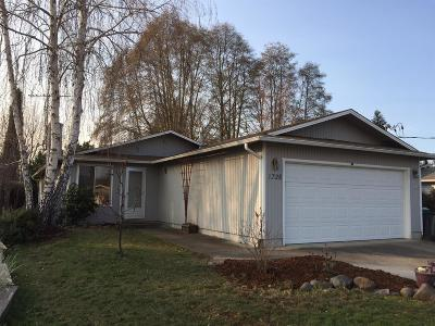 Medford OR Single Family Home For Sale: $214,900