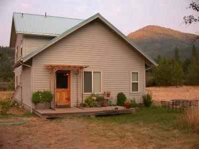 Jackson County, Josephine County Single Family Home For Sale: 8890 Takilma Road