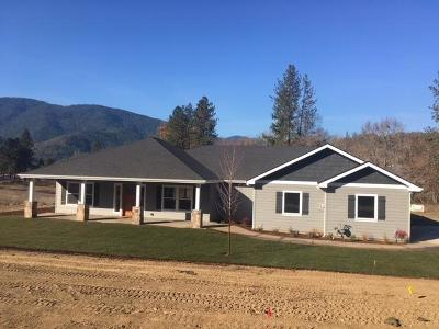 Rogue River Single Family Home For Sale: 110 Blue Ridge Court #Lot 9