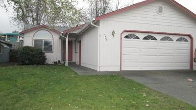 grants pass Single Family Home For Sale: 305 SE Liberty Drive