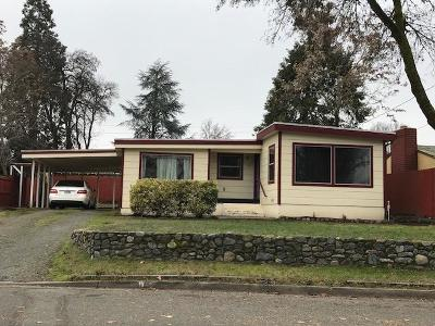grants pass Single Family Home For Sale: 1111 Acacia Lane