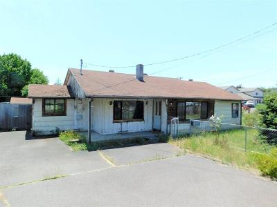Eagle Point Single Family Home For Sale: 611 E Linn Road