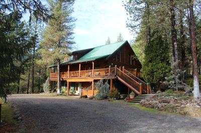 Jackson County, Josephine County Single Family Home For Sale: 19373 E Evans Creek Road