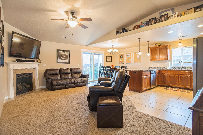 Listing: 874 Trinity Way, Medford, OR.| MLS# 2984949 | Ken Collins ...