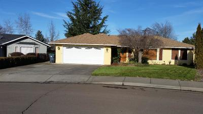 Medford OR Single Family Home For Sale: $300,000