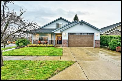 Medford Single Family Home For Sale: 2039 Blackhawk Drive