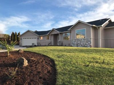 Eagle Point Single Family Home For Sale: 10 Milagros Court