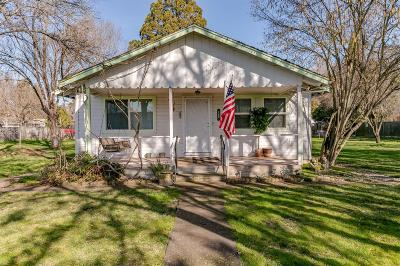 Eagle Point Single Family Home For Sale: 122 Fargo Street