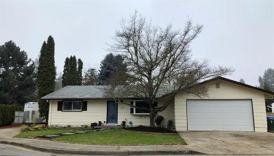 Rogue River Single Family Home For Sale: 112 Hickory Drive