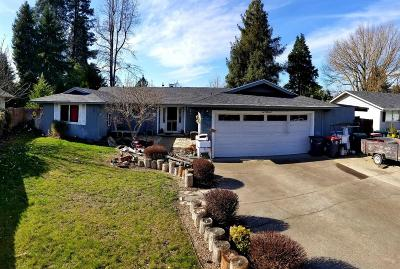 Medford OR Single Family Home For Sale: $265,000